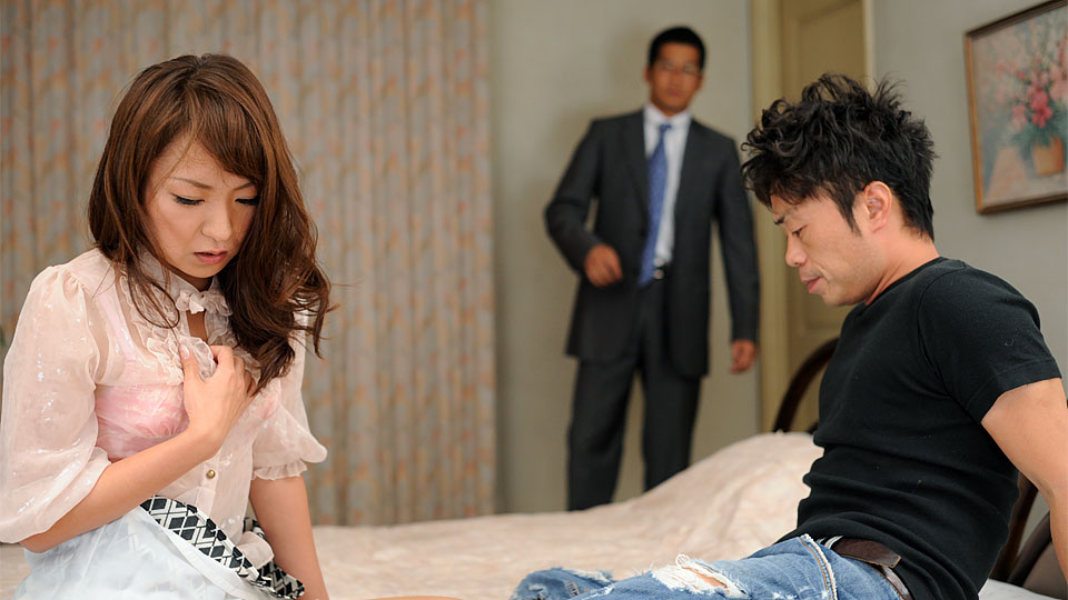 Hot Erika Hiramatsu gets shared by two guys adult gallery Japan HDV