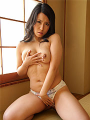 Mikage Sakata shows her titties