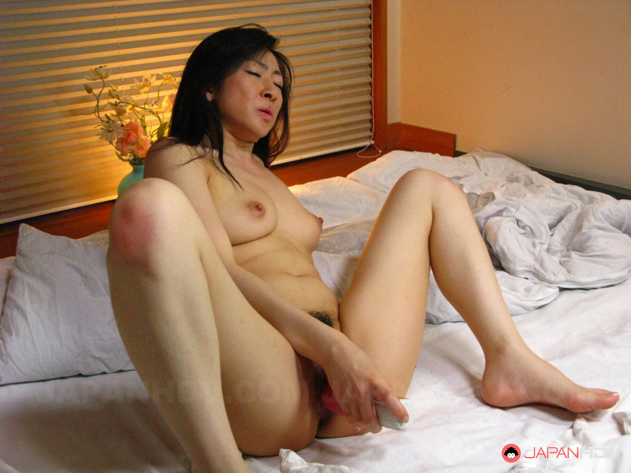 yaponki-skrito-masturbiruyut