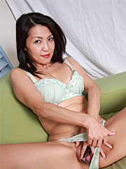 Graceful japanese milf shows off her anatomy and teases her fine vagina. Tiny Japanese MILF shows off her body and teases her fine cunt  Read more!